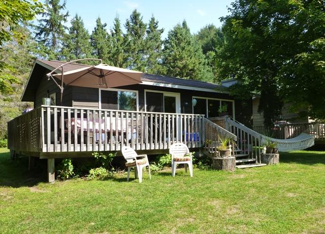 3 Bedroom 4 Season Cottage with Woodburning Fireplace