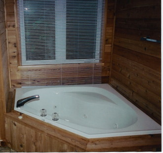 2 Bedroom Handicap Accessible Cottage - with Jacuzzi Tub